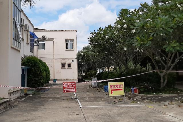 """Khu vực """"bệnh nhân 1440"""" đang điều trị tại Bệnh viện Lao và bệnh Phổi tỉnh Vĩnh Long. Ảnh: Cửu Long."""
