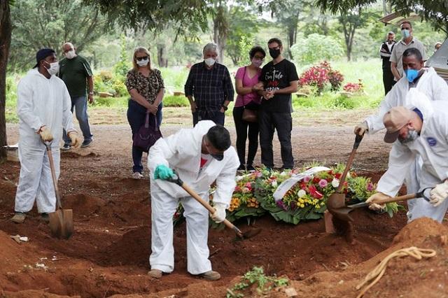 Hơn 1,75 triệu người đã tử vong vì Covid-19 trên toàn cầu  REUTERS