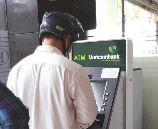 Nhiều ngân hàng lắp đặt sẵn hệ thống theo dõi tồn quỹ tiền mặt tại máy ATM để chủ động tiếp quỹ