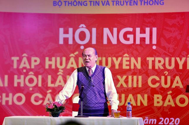 Ông Nguyễn Đức Hà thông tin tại buổi tập huấn.