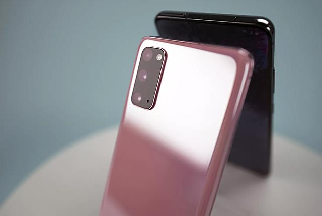 Samsung vẫn là nhà sản xuất smartphone hàng đầu thế giới  Ảnh: DAVID KUKIN