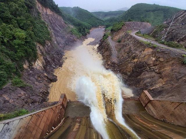 Bộ trưởng Trần Tuấn Anh yêu cầu tạm dừng các dự án thủy điện nhỏ đã có trong quy hoạch nhưng chưa đầu tư xây dựng.