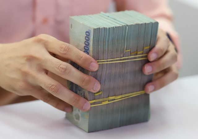 Tăng trưởng tín dụng hồi phục tác động tích cực đến hoạt động của các ngân hàng. Ảnh: Bảo Linh.