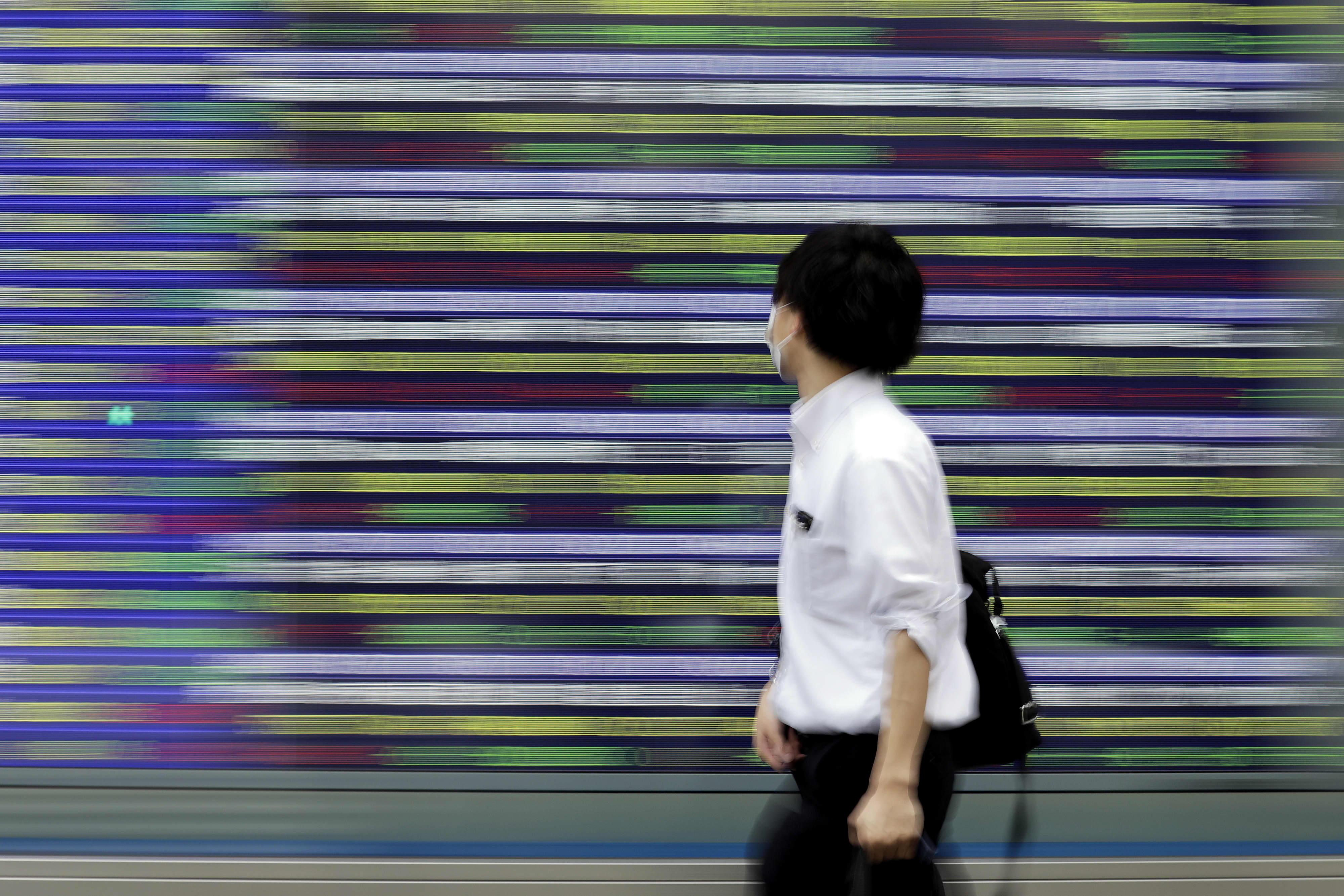 Trung Quốc điều chỉnh giảm GDP 2019, chứng khoán châu Á trái chiều