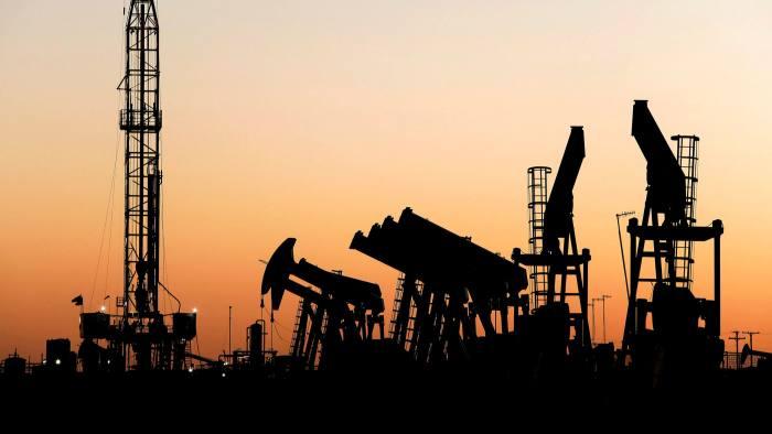 5 biến số của thị trường năng lượng sau một năm 'giá dầu đi tàu lượn'