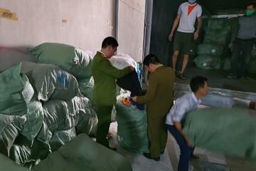Thu giữ hơn 5 tấn quần áo không rõ nguồn gốc