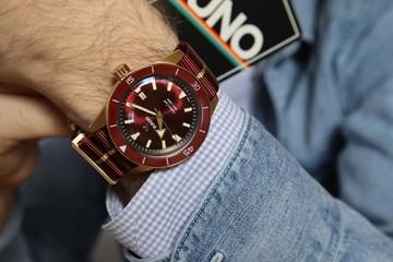 4 mẫu đồng hồ đỏ nên mua vào năm mới