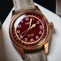 <p> Mẫu phụ kiện được thương hiệu bán với giá 2.315 USD. Mặt số màu đỏ của các mẫu đồng hồ thường là phiên bản đặc biệt. Ảnh: <em>Watch Times.</em></p>
