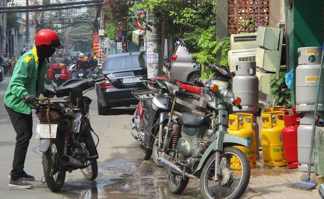 Người tiêu dùng đổi gas sẽ phải trả gần 400.000 đồng/bình 12 kg.