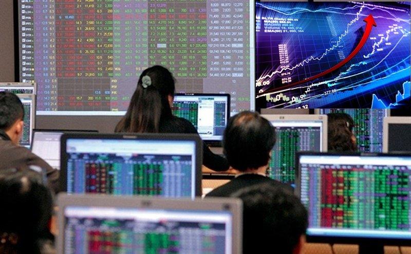 VN-Index kết thúc năm 2020 đạt 1.103,87 điểm, tăng gần 15% so với cuối 2019