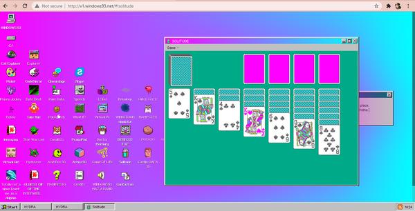 Chơi game kinh điển xếp bài trên trang web Windows 93.