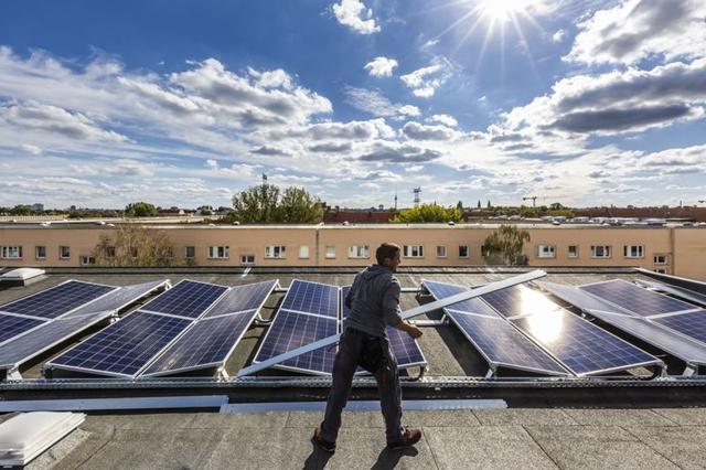 Năng lượng mặt trời hiện là một trong những nguồn năng lượng rẻ nhất trên thế giới. Ảnh: Bloomberg.