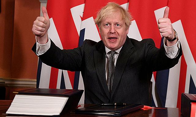 Thủ tướng Anh Boris Johnson tại văn phòng ở số 10 Phố Downing, London hôm 30/12. Ảnh: Reuters.