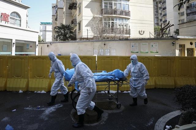 Nhiều người dân Vũ Hán cho rằng dịch bệnh sẽ không vượt ngoài tầm kiểm soát nếu giới chức Trung Quốc không giấu dịch. Ảnh: AP.