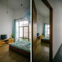 <p> Màu trắng là màu chủ đạo của ngôi nhà, có tác dụng phân biệt các màu tự nhiên khác của vật liệu địa phương như màu xám của sàn bê tông, các khối hoa văn đúc thủ công, màu gỗ tự nhiên của đồ nội thất, màu xanh tươi của cây cỏ dưới giếng sáng.</p>