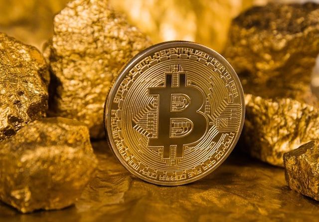Bitcoin được xem là một dạng vàng kỹ thuật số vì giữ được giá trị khi tiền pháp định mất giá. Ảnh: Reuters.