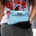 <p> Mục đích ra đời của Sac à dépêches là để đựng yên ngựa, giày và một số phụ kiện cần thiết khác. Chiếc túi chỉ thực sự trở nên nổi tiếng khi Công nương Monaco -Grace Kelly - dùng để che đi phần bụng trước ống kính nhiếp ảnh gia ở thời điểm bà chưa hé lộ thông tin về việc mang thai. Sau này, Hermès đổi tên túi thành Kelly. Ảnh: <em>Who What Wear.</em></p>