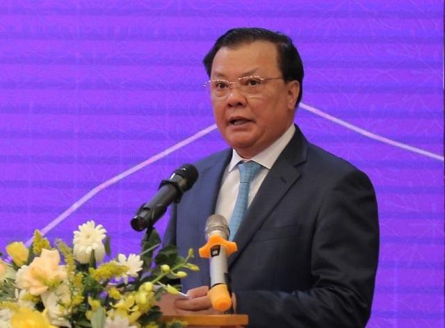Bộ trưởng Tài chính Đinh Tiên Dũng phát biểu tại lễ đánh cồng. Ảnh: D.T.