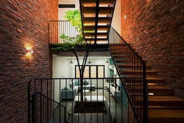 Nhà nhỏ trong hẻm nhỏ, cách thiết kế hợp lý là bớt diện tích xây dựng