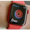 """<p class=""""Normal""""> <strong>Apple Watch Series 6: Đồng hồ tốt nhất của Apple</strong></p> <p class=""""Normal""""> Giá: từ 399 USD</p> <p class=""""Normal""""> Apple Watch Series 6 là sản phẩm đắt nhất trong danh sách này nhưng theo <em>Cnet</em>, đó là """"tiêu chuẩn vàng"""" khi nói đến đồng hồ thông minh. Bên cạnh việc sở hữu đầy đủ tính năng được yêu thích ở những sản phẩm tiền nhiệm, thiết bị có màn hình hiển thị chế độ chờ sáng hơn và cảm biến mới đo độ bão hòa của oxy trong máu. Đây cũng là smartwatch duy nhất của Apple có tính năng điện tâm đồ (còn gọi là ECG hoặc EKG).</p> <p class=""""Normal""""> Nhược điểm lớn nhất của Apple Watch: Sản phẩm chỉ tương thích với iPhone và có thời lượng pin ngắn hơn hầu hết các đối thủ cạnh tranh.</p>"""