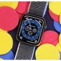 """<p class=""""Normal""""> <strong>Apple Watch SE: Đồng hồ Apple tốt và giá cả phải chăng</strong></p> <p class=""""Normal""""> Giá: từ 279 USD</p> <p class=""""Normal""""> Nếu chưa bao giờ sở hữu một chiếc Apple Watch, đây là một trong những thiết bị bạn nên mua. Apple Watch SE là sản phẩm rẻ hơn Series 6 với nhiều tính năng tuyệt vời tương tự cộng với thời lượng pin dài hơn một chút. Ngoài các tính năng về sức khỏe như ECG (điện tâm đồ) và SpO2 (đo độ bão hòa của oxy trong máu), sự khác biệt đáng chú ý nhất giữa 2 thiết bị là SE không có tính năng Always-on display (Màn hình luôn sáng) như Series 6. Tính năng này khi được kích hoạt sẽ giữ cho mặt đồng hồ luôn hiển thị, không tắt đi dù người dùng không nhìn vào màn hình.</p>"""
