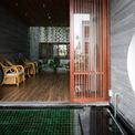 <p> Ngôi nhà dùng để ở và kết hợp để sử dụng như văn phòng - một hình thức phổ biến ở đô thị Việt Nam. Các kiến trúc sư muốn nói về cảm giác bình yên với thiên nhiên bên trong tâm hồn những người sinh sống tại đây.</p>