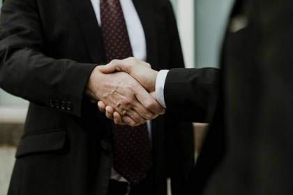 Phó Tổng giám đốc và mẹ Chủ tịch HĐQT Vinaherbfoods đăng ký bán toàn bộ hơn 3,2 triệu cổ phiếu