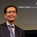 """<p class=""""Normal""""> Người thay thế Jack Ma trên cương vị chủ tịch Alibaba là Daniel Zhang, trước đó là CEO của công ty này. Ông Zhang, 48 tuổi, sinh ra và lớn lên tại thành phố Thượng Hải. Ông làm trong ngành tài chính khi bắt đầu sự nghiệp, sau đó từng làm việc tại công ty Shanda Interactive và PwC trước khi gia nhập Alibaba. <em>Ảnh: Alibaba.</em></p>"""