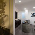 <p> Căn hộ cũng được thêm nhà vệ sinh riêng cho phòng ngủ chính; đổi hướng cửa phòng ngủ khác.</p>