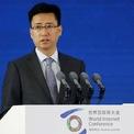 """<p class=""""Normal""""> Ông Simon Hu gia nhập Alibaba từ năm 2005. Trước khi gia nhập Ant, ông là giám đốc mảng điện toán đám mây của Alibaba. Ông Hu thay thế ông Eric Jing làm chủ tịch Ant từ năm 2018, nhưng khi đó vẫn giữ chức CEO của ngân hàng MYBank. Tới cuối năm 2019, ông mới thay Eric Jing để làm CEO của Ant Group. Ảnh: Reuters.</p>"""