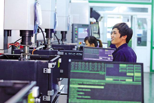 Dây chuyền sản xuất khuôn đúc đồ chơi của Nhà máy GFTV tại Hải Dương.