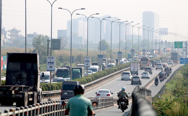Cao tốc TP HCM - Long Thành - Dầu Giây cần mở rộng tránh quá tải dịp cuối tuần.