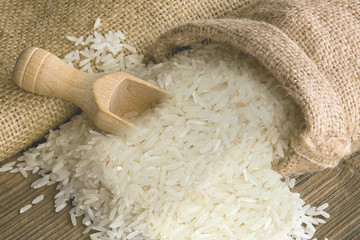 Tuyên bố không thiếu gạo, Việt Nam vẫn phải nhập từ Ấn Độ
