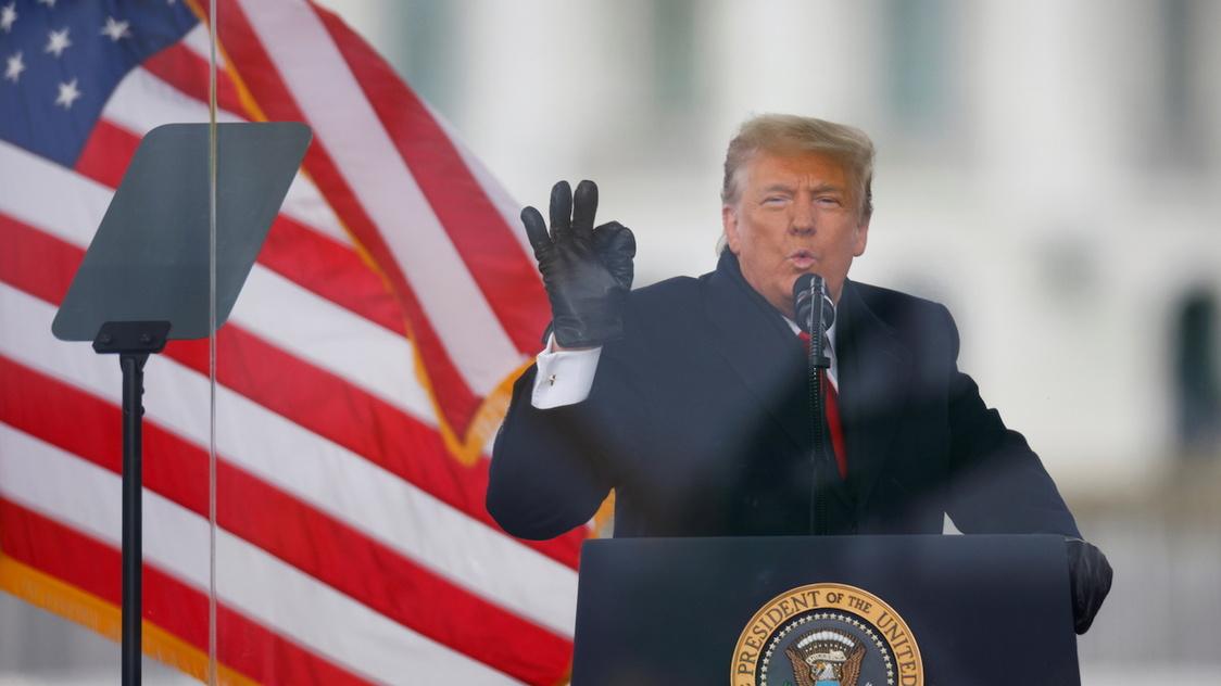 Reuters: Trump đã thảo luận về khả năng tự ân xá