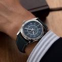 <p> Phần cửa sổ lịch ở vị trí 3 giờ là chi tiết giúp mẫu phụ kiện được yêu thích. Chiếc đồng hồ được sản xuất 1.000 chiếc và giá công khai là 28.350 USD. Ảnh: <em>Time And Watches.</em></p>