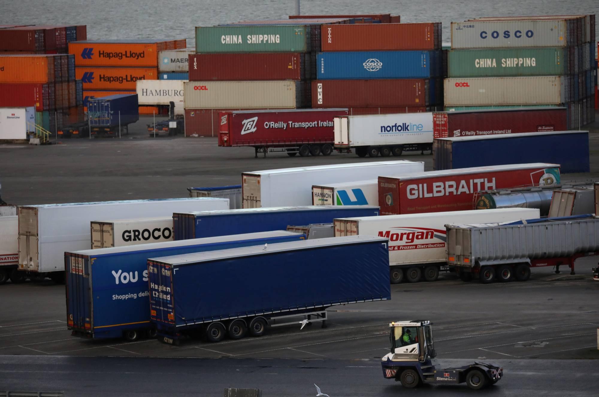 Trung Quốc thiếu container vì xuất nhiều hơn nhập
