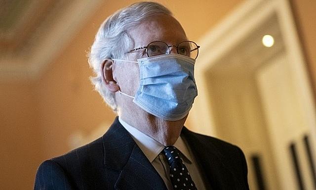 Lãnh đạo phe Cộng hòa tại Thượng viện McConnell đến văn phòng hôm 6/1. Ảnh: AFP.