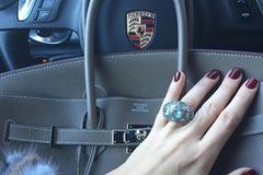 Túi Hermès đắt như vàng, vượt cả đồng hồ Rolex