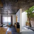 <p> Ngôi nhà do chính kiến trúc sư lấy cảm hứng từ không gian thiền khiêm tốn và từ một số ngôi nhà nông thôn nhỏ ở vùng quê ven biển miền Trung. Yêu cầu từ gia chủ là nhà có một không gian liên kết đầy thân thiện, gần gũi và linh hoạt.</p>