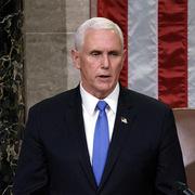 Pence 'không loại trừ' kích hoạt điều khoản phế truất Trump