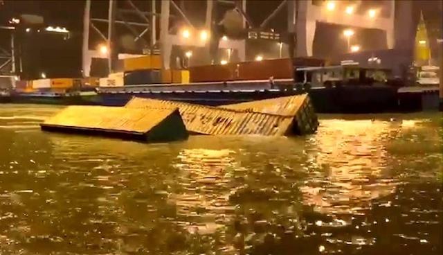Container rơi xuống sông Cái Mép.