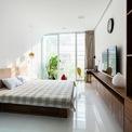 <p> Ngôi nhà được hoàn thiện bằng vật liệu đơn giản, tường trắng và gỗ. Tâm điểm của ngôi nhà là sự giao thoa giữa ánh sáng và thiên nhiên.</p>