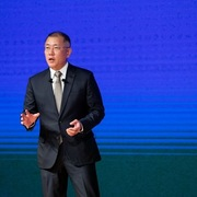 Sau tin hợp tác với Apple, tài sản của gia tộc Hyundai tăng 2 tỷ USD