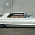 """<p class=""""Normal""""> <strong>7. Cadillac De Ville</strong></p> <p class=""""Normal""""> Chiếc xe mang dáng vẻ đơn giản nhưng lại hết sức thanh lịch. Thế hệ thứ hai của De Ville được sản xuất từ năm 1961 đến năm 1964 có thể không bắt mắt bằng thế hệ trước, tuy nhiên nó vẫn có nét quyến rũ rất riêng.</p> <p class=""""Normal""""> Chiếc xe được trang bị một động cơ khá mạnh mẽ là V8 7,0 lít sản sinh công suất 340 mã lực. De Ville chính là một chiếc xe mang tính biểu tượng của thập niên 60.</p>"""