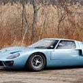"""<p class=""""Normal""""> <strong>6. Ford GT40</strong></p> <p class=""""Normal""""> Chiếc xe này được chế tạo với một nhiệm vụ duy nhất là thống trị giải đua Le Mans và chỉ đơn giản là tiêu diệt đối thủ. Đây có lẽ là chiếc xe Mỹ duy nhất từng gây ác mộng cho tay đua huyền thoại Enzo Ferrari.</p> <p class=""""Normal""""> GT40 đã giành được bốn chức vô địch liên tiếp từ năm 1966 đến năm 1969. Chiếc xe được trang bị động cơ V8 7,0 lít tinh chế, sản sinh 485 mã lực và có thể đạt tốc độ tối đa 212 dặm/h (xấp xỉ 340 km/h). Chiếc Ford GT40 cũng chỉ cao có 40 inch khiến nó mang ngoại hình rất ngắn.</p>"""