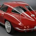 """<p class=""""Normal""""> <strong>2. Chevrolet Corvette C2</strong></p> <p class=""""Normal""""> C2 được sản xuất từ năm 1962 cho đến năm 1967 nhưng hơn nửa thế kỷ sau vẫn được coi là một trong những chiếc xe đẹp nhất từng được sản xuất bởi Chevy và toàn bộ ngành công nghiệp ô tô Mỹ.</p> <p class=""""Normal""""> Chiếc Corvette này được gọi là 'Cá đuối' vì thiết kế khá độc đáo ở phía sau. Chiếc xe được trang bị động cơ V8 7.0 lít sản sinh công suất 425 mã lực. Đây là một trong những phương tiện phổ biến nhất trong những năm 60 với hơn 100.000 chiếc được bán ra.</p>"""