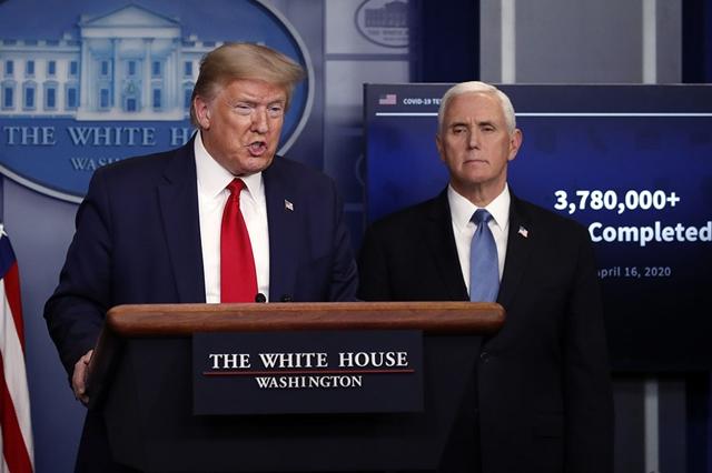 Tổng thống Donald Trump (trái) và Phó tổng thống Mike Pence. Ảnh: Politico.