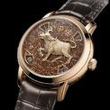 <p> Mẫu phụ kiện hiện có giá 130.000 USD. Chiếc đồng hồ gồm mặt số đính hình con trâu và phần dây da tạo phong thái sang trọng, quý phái. Ảnh: <em>Watchonista</em>.</p>