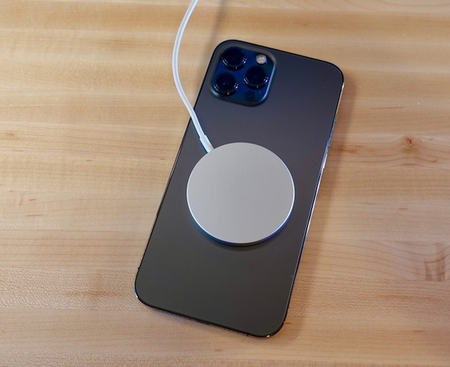 Người dùng cần cẩn trọng khi đưa iPhone 12 lại gần máy tạo rung tim.