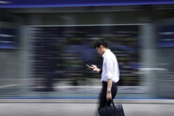 Chứng khoán châu Á trái chiều, số liệu thương mại Trung Quốc vượt kỳ vọng
